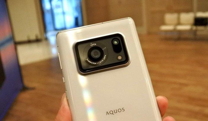 Японский смартфон, оснащённый, вероятно, самым крупным сенсором главной камеры