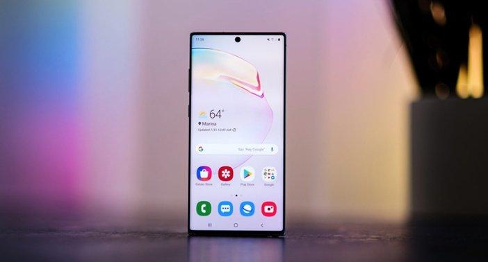Безрамочный дизайн в Galaxy Note 10