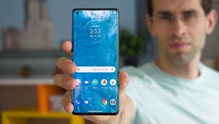 Экран-водопад в Motorola Edge+