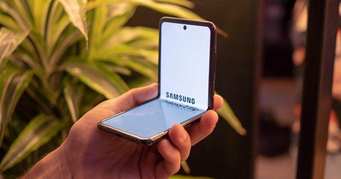 Galaxy Z Flip с раскрывающимся экраном