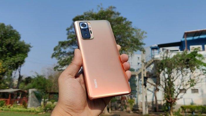 Xiaomi Redmi Note 10 Pro в руке